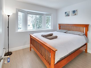 Beautiful Private queen bedroom in great location