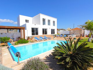 Exquisite 4 bed villa set amid tranquil gardens with spectacular views