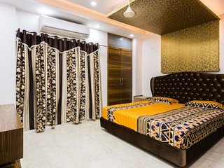 Deluxe AC Room at The Penthouse Delhi Bed and Breakfast, Free Wifi