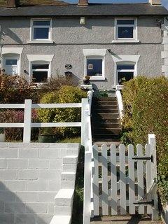 Velvet Cottage showing front access steps.