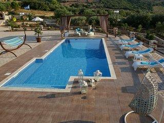 Piedra Villa 4 bedroom Luxury Villa with private pool