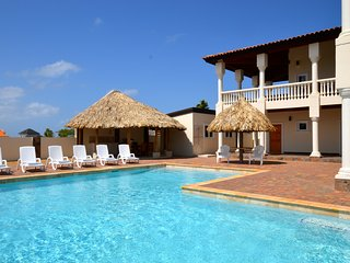 Luxurious Private Villa & Pool Kamay Hills located close to Palm Beach!, Noord
