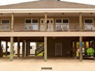 Calcasieu Lake Guest House- Sleeps 16    Lake Charles, LA