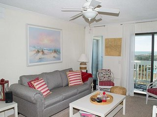 2 BR, 2 BA with Wonderful Ocean Views!