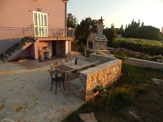 2 Bedroom House in Old Stone Village Hvar Island, Rudina