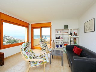 Apartment in the center of Roses with Parking, Balcony (104999)