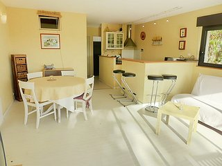 Apartment in the center of Le Lavandou with Internet, Parking, Terrace, Garden
