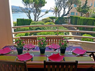 Apartment 93 m from the center of Le Lavandou with Internet, Air conditioning