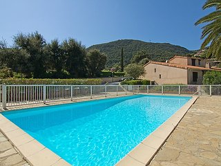 Villa 305 m from the center of Cavalaire-sur-Mer with Parking, Terrace, Washing