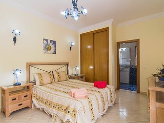Villa in Albufeira with Air conditioning, Parking, Terrace (130333)
