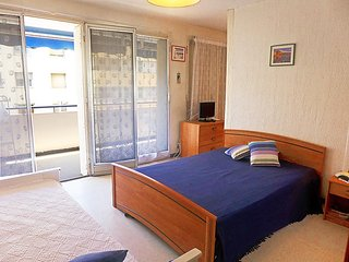 Apartment in the center of Le Lavandou with Lift, Parking, Terrace (256975)