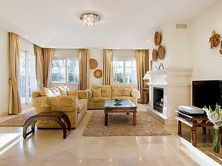 "Villa right near the ""Playa Cortijo Blanco"" in Marbella with Internet, Air"