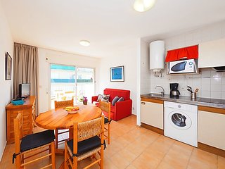 """Apartment a short walk away (187 m) from the """"Platja del Salatar"""" in Roses with"""