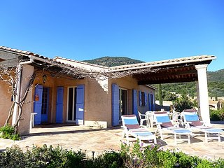 Villa 572 m from the center of Cavalaire-sur-Mer with Parking, Terrace, Washing