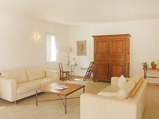 Villa 801 m from the center of Cavalaire-sur-Mer with Internet, Parking