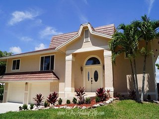 FIELDSTONE BEACH HOUSE - 4 Bed, Walking Distance to Beach and Shopping!, Isla Marco