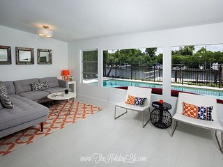 HARBOR LANE BUNGALOW - Modern, Waterfront, Downtown Naples minutes to 5th!
