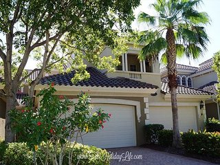 Varenna at Fiddler's Creek - Gorgeous Lake View, First Floor Coach Home!, Naples