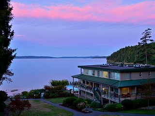 Oceanfront Getaway #320, Inn of the Sea, Pool & Hot Tub ~ Yellow Point, Nanaimo