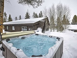 Fabulous Ski Cabin on 4 Acres with Private Hot Tub, Tabernash