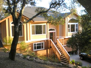 Beautiful Modern Chalk Hill Home in Peaceful Setting with decks/views/waterfall, Healdsburg