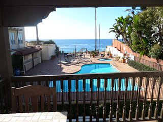 Oceanfront 3 bedroom Encinitas, Direct Beach, Pool, hot tub, Walk to downtown