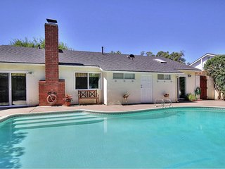 Santa Barbara -Large 4BR 2BA ,pool, hot tub,beach,UCSB, Bacara,11 people