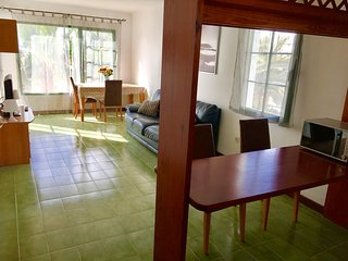 Cozy, well furnished apartment with pool view. 3 mins walk from the beach,