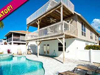 Starfish Villa: 2BR Pool Home w/Elevator, Holmes Beach