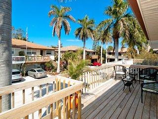 Jo-Joes Beach Place: Beautifully Decorated Family-Friendly Duplex!