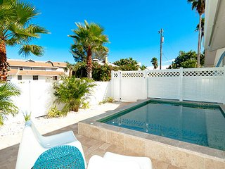 Anna Cabana A: North End Private Pool Home Just A Short Walk To The Beach!