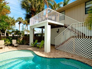 Island Hideaway East: 2BR Kid-Friendly Pool Home, Holmes Beach
