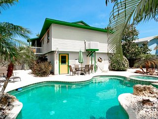 Mangoes on Magnolia: 3BR Classic Beach Home w/Pool, Anna Maria