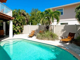 BON AMI:Beautiful Family-Friendly Private Pool Home, A Short Walk To Bean Point!