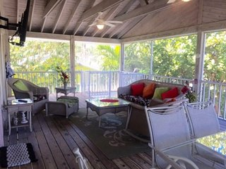 Lanai/Porch Offers Plenty of Seating