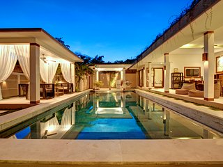SEMINYAK 6 bedroom luxury villa 2 jacuzzi 2 swimming pool 4 bars *up to 16 pax*