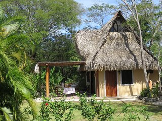 Charming tropical Bungalow in Playa Garza - 1 bdrm - sleeps 3