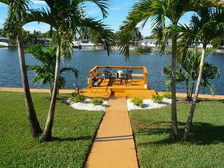 Majestic 2BR 2BA Holiday Waterfront Property W/ High Speed Internet,Private Dock
