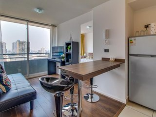 Modern condo w/ access to shared rooftop pool & more - great central location!
