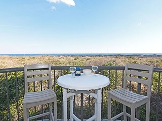 DR 2108 -  Beautiful oceanfront condo with pool, tennis and easy beach access