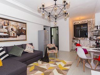 Colourful 4-bedroom Apartment- People Square Shanghai