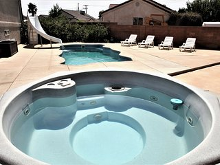Enjoy this cozy 5 person hot tub. Both hot tubs are AVAILABLE YEAR ROUND!