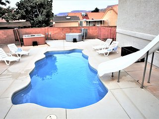 5 BD 3 Bath House with Private Pool & Two Hot Tubs, 20 min to Zion National Park, La Verkin
