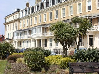 Seascape Apartment - Beach front close to Town, Worthing