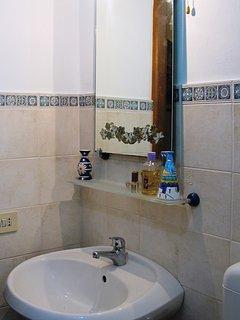 Main Bathroom-Casa Simone Eolo in Lipari