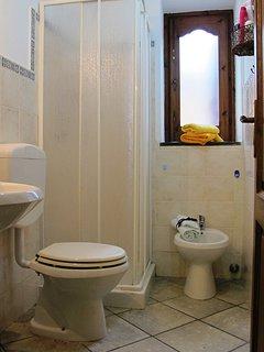 Main Bathroom with shower-Casa Simone Eolo in Lipari