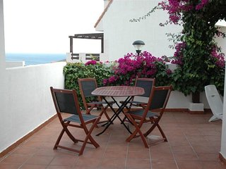 Poolside apartment with sea view, San Luis de Sabinillas