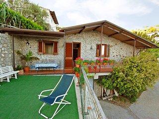 2 bedroom Villa in Torre Del Greco, Campania, Italy : ref 2269647, Marina del Cantone