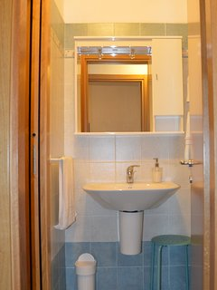 Room 2 - Ante-bathroom with basin