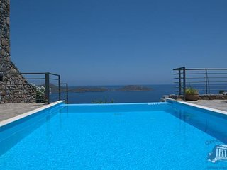 Villa in Crete : Heraklion Area Villa Dion